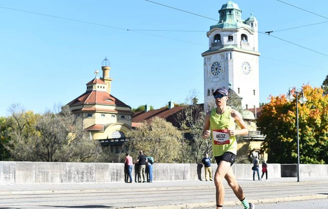 Andrejs Birjukovs running marathon in warm weather